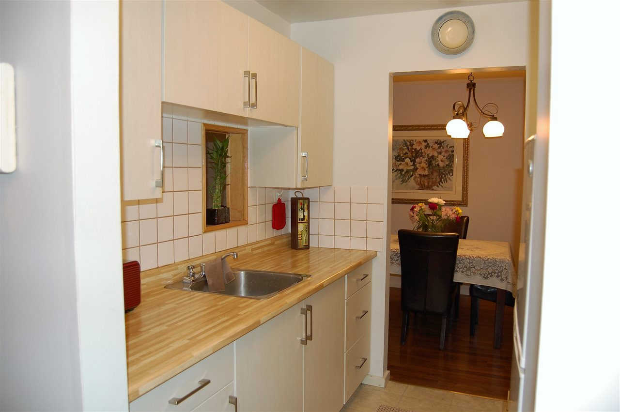Condo Apartment at 111 200 WESTHILL PLACE, Unit 111, Port Moody, British Columbia. Image 10