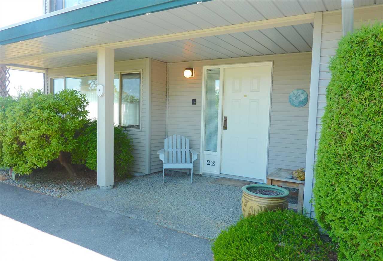 Condo Apartment at 22 555 EAGLECREST DRIVE, Unit 22, Sunshine Coast, British Columbia. Image 2