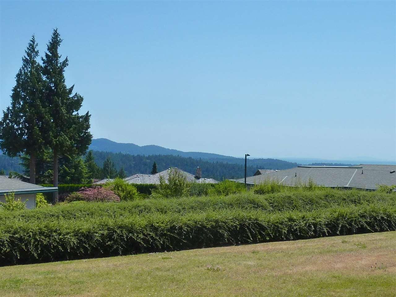 Condo Apartment at 22 555 EAGLECREST DRIVE, Unit 22, Sunshine Coast, British Columbia. Image 17