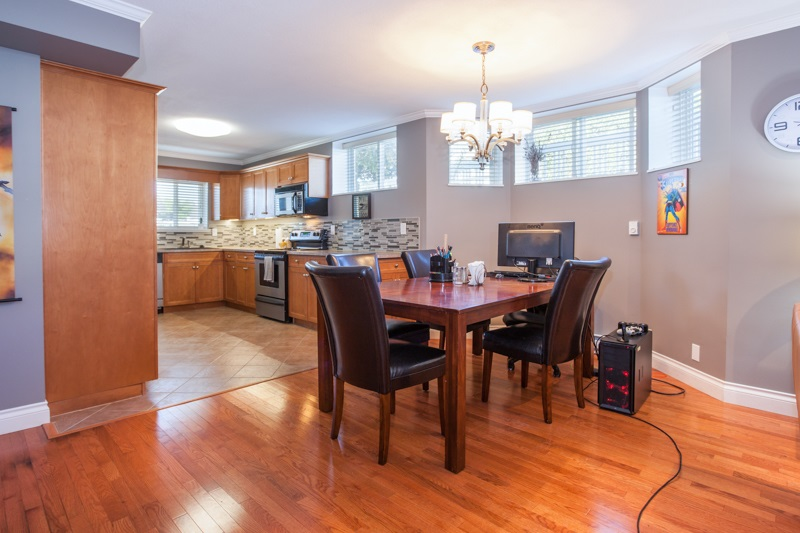 Detached at 21667 MURRAY'S CRESCENT, Langley, British Columbia. Image 16