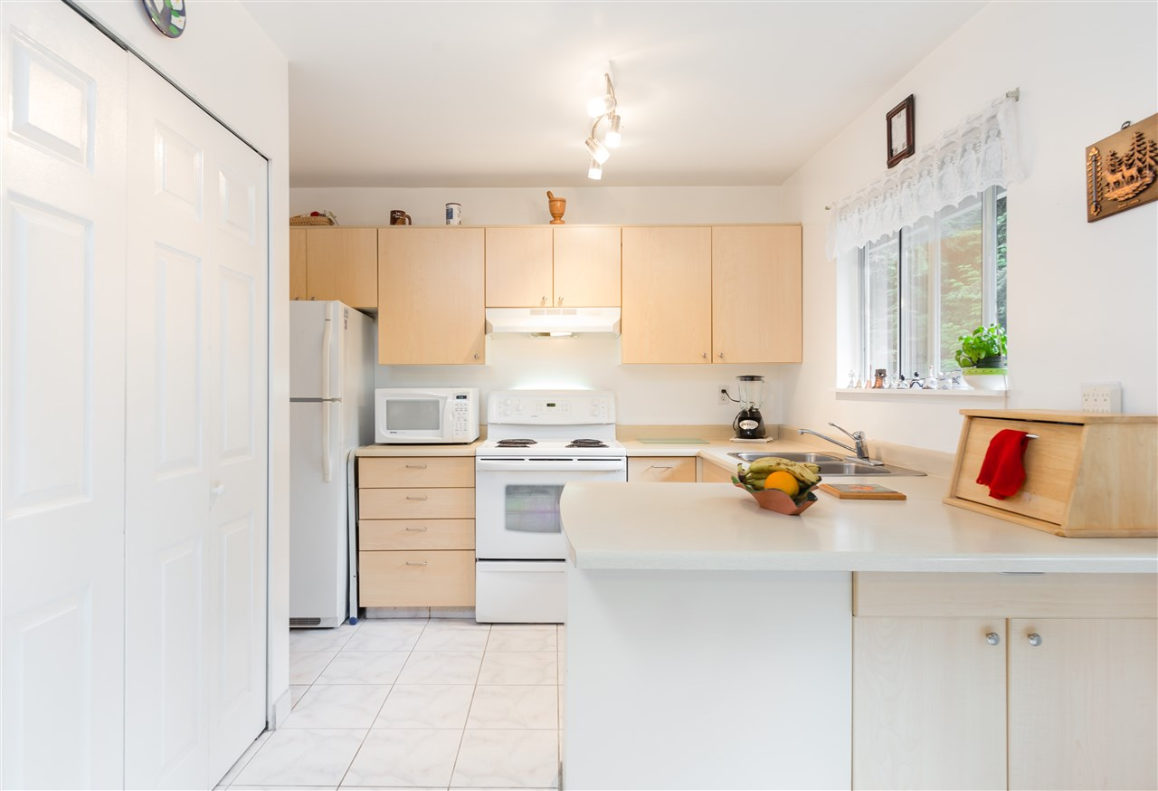 Townhouse at 17 9000 ASH GROVE CRESCENT, Unit 17, Burnaby North, British Columbia. Image 11