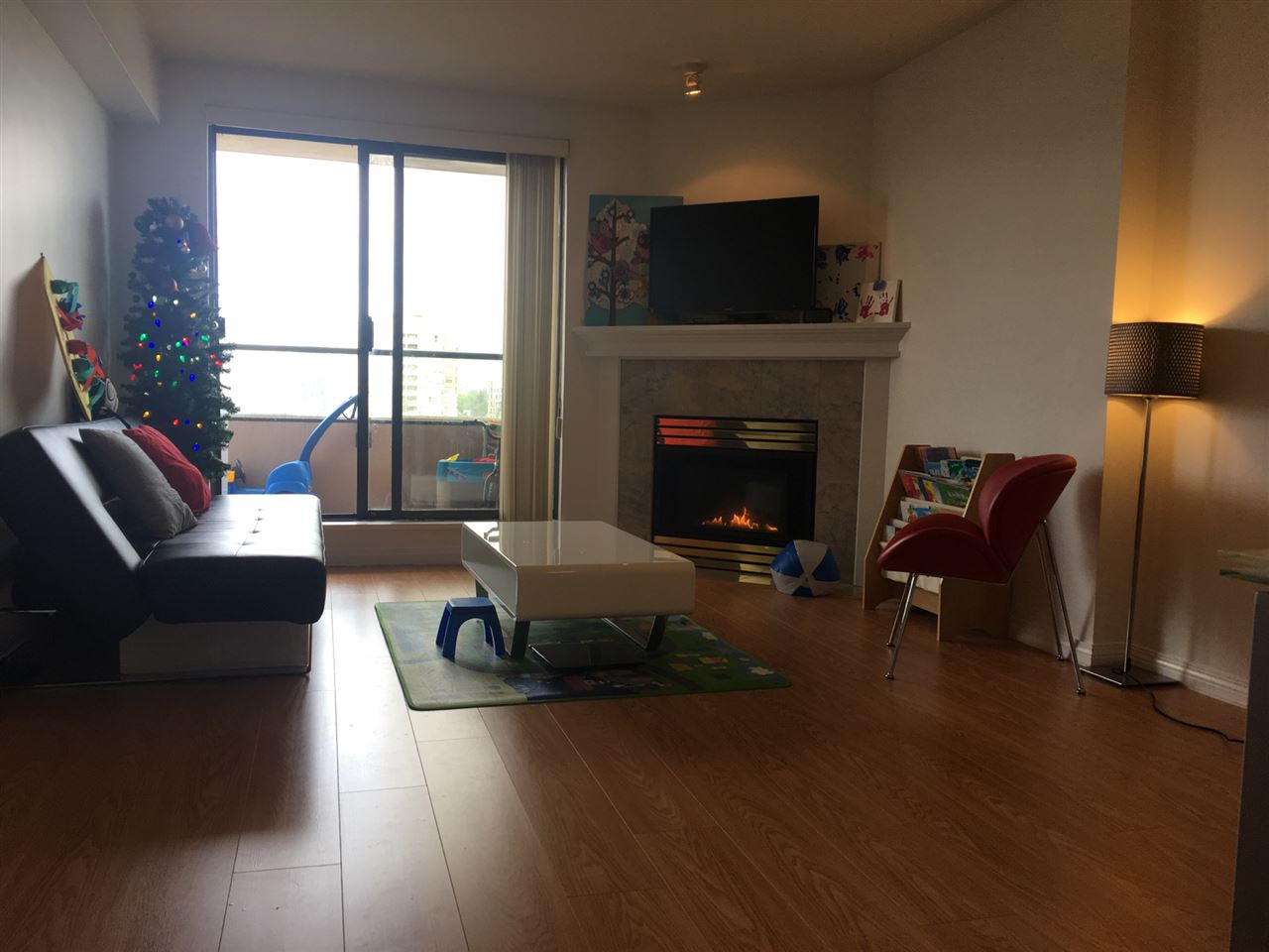 Condo Apartment at 904 6611 COONEY ROAD, Unit 904, Richmond, British Columbia. Image 6
