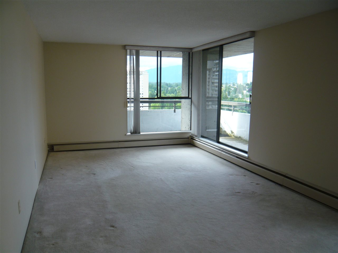 Condo Apartment at 1902 3737 BARTLETT COURT, Unit 1902, Burnaby North, British Columbia. Image 5