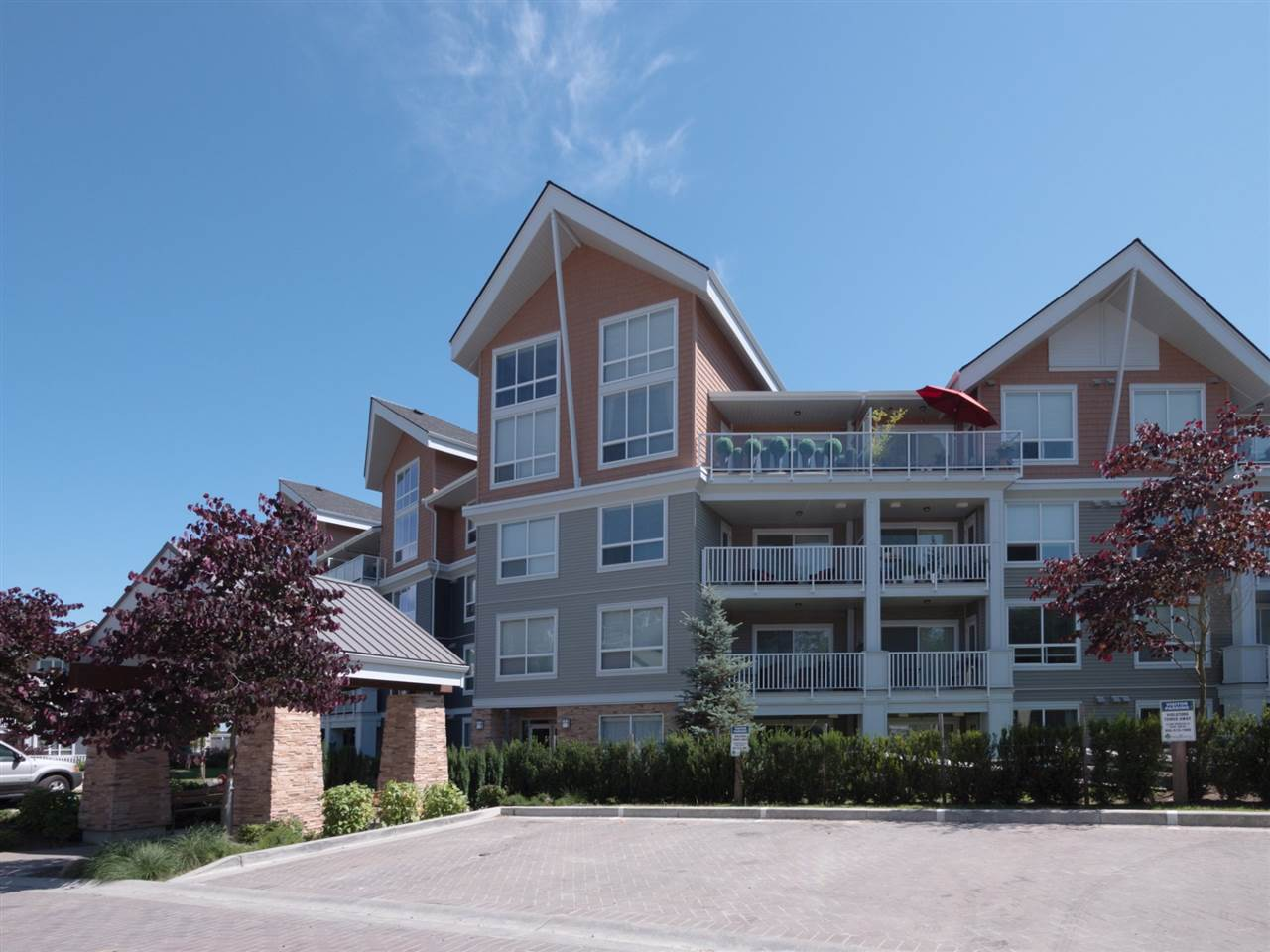 Condo Apartment at 406 6480 194 STREET, Unit 406, Cloverdale, British Columbia. Image 1