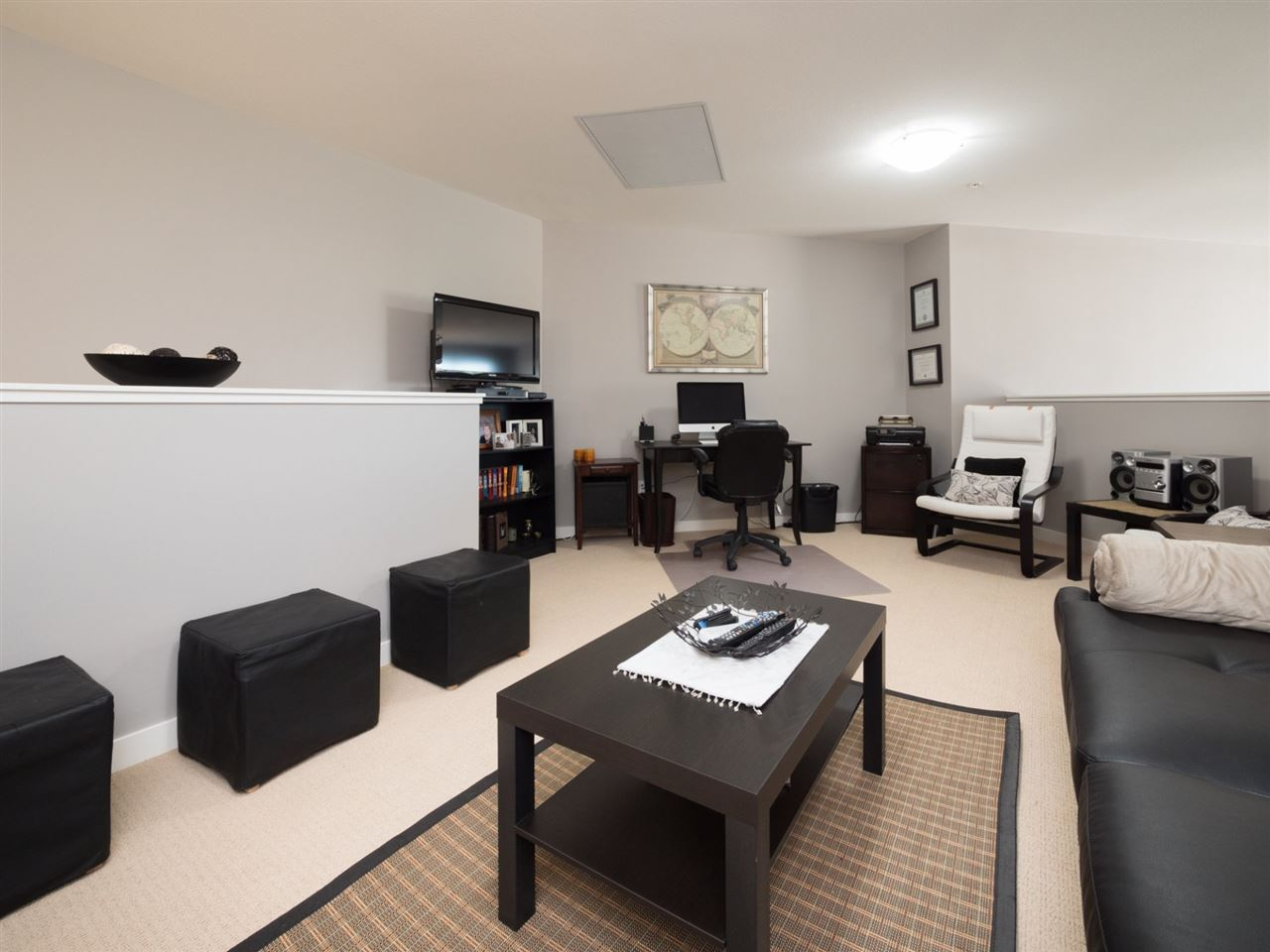 Condo Apartment at 406 6480 194 STREET, Unit 406, Cloverdale, British Columbia. Image 13