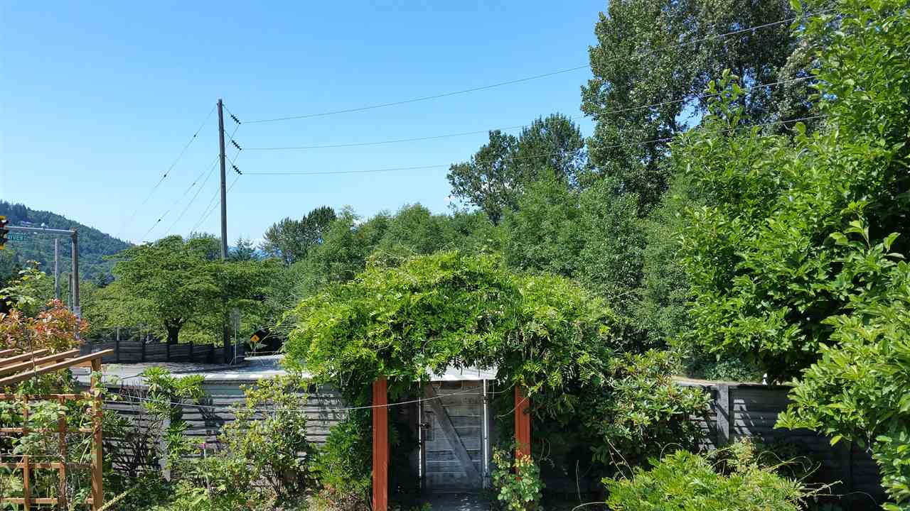 Detached at 7288 INLET DRIVE, Burnaby North, British Columbia. Image 7