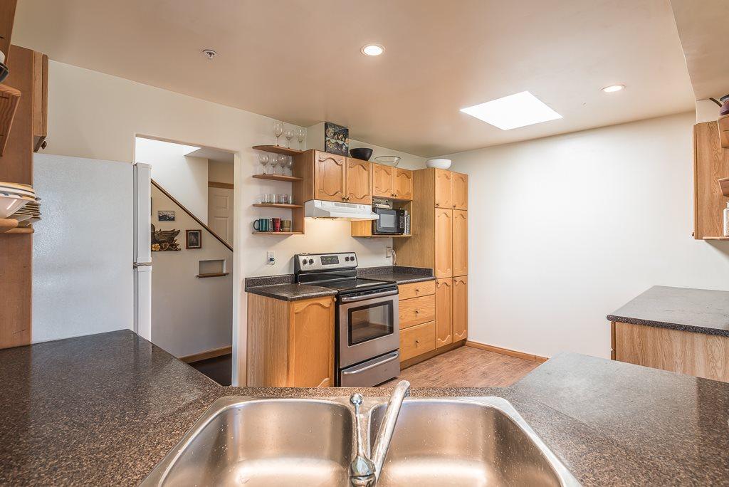 Condo Apartment at 307 1460 PEMBERTON AVENUE, Unit 307, Squamish, British Columbia. Image 5