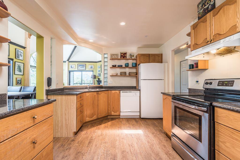 Condo Apartment at 307 1460 PEMBERTON AVENUE, Unit 307, Squamish, British Columbia. Image 7