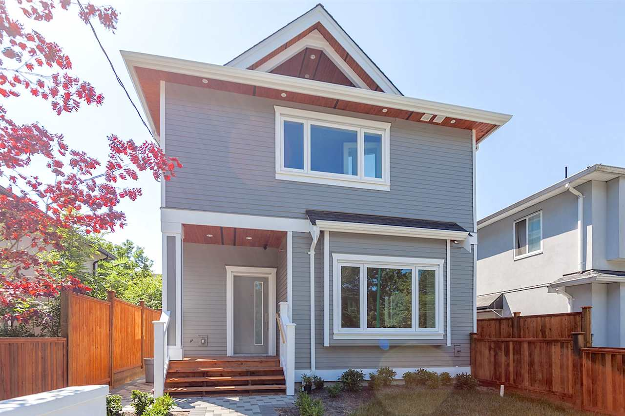 Half-duplex at 3131 VICTORIA DRIVE, Vancouver East, British Columbia. Image 2