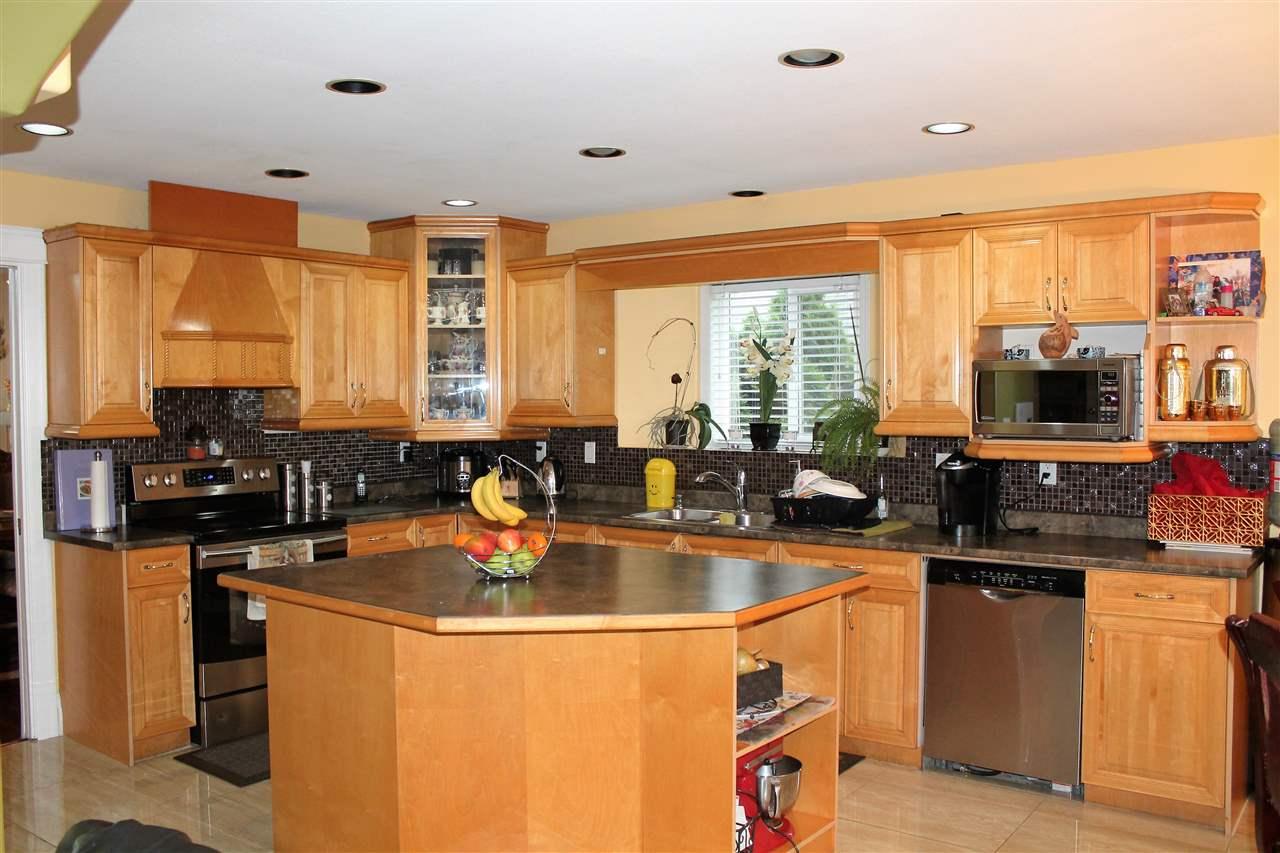 Detached at 12608 89A AVENUE, Surrey, British Columbia. Image 5