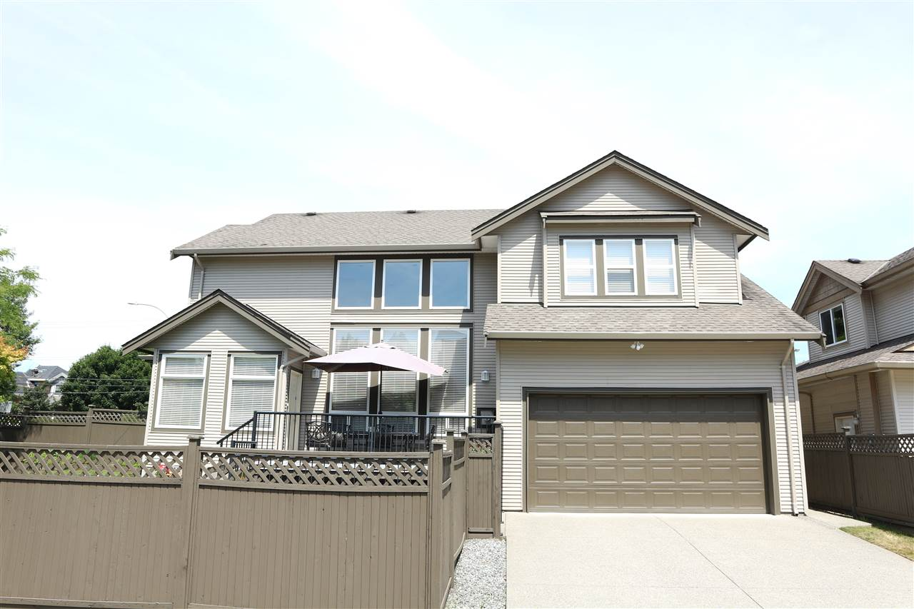 Detached at 16468 104 AVENUE, North Surrey, British Columbia. Image 2