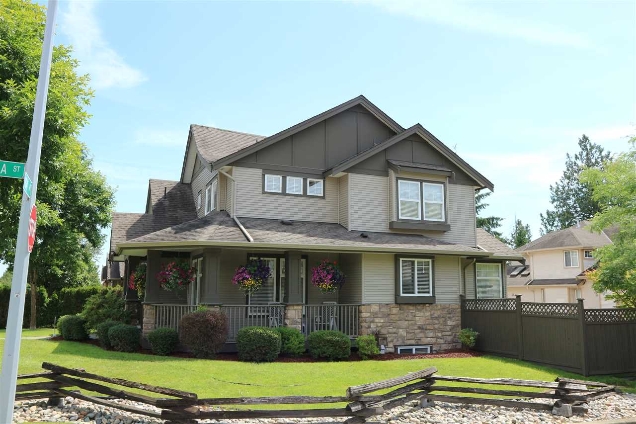 Detached at 16468 104 AVENUE, North Surrey, British Columbia. Image 3