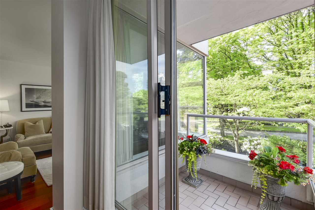 Condo Apartment at 204 2350 W 39TH AVENUE, Unit 204, Vancouver West, British Columbia. Image 6