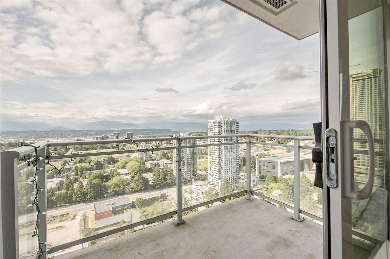 Condo Apartment at 2106 13325 102A AVENUE, Unit 2106, North Surrey, British Columbia. Image 4