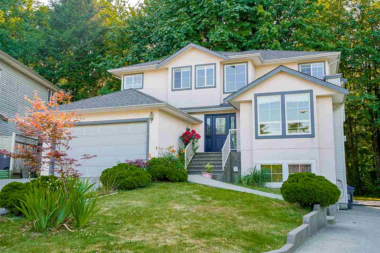 Detached at 14526 ST. ANDREWS DRIVE, North Surrey, British Columbia. Image 1