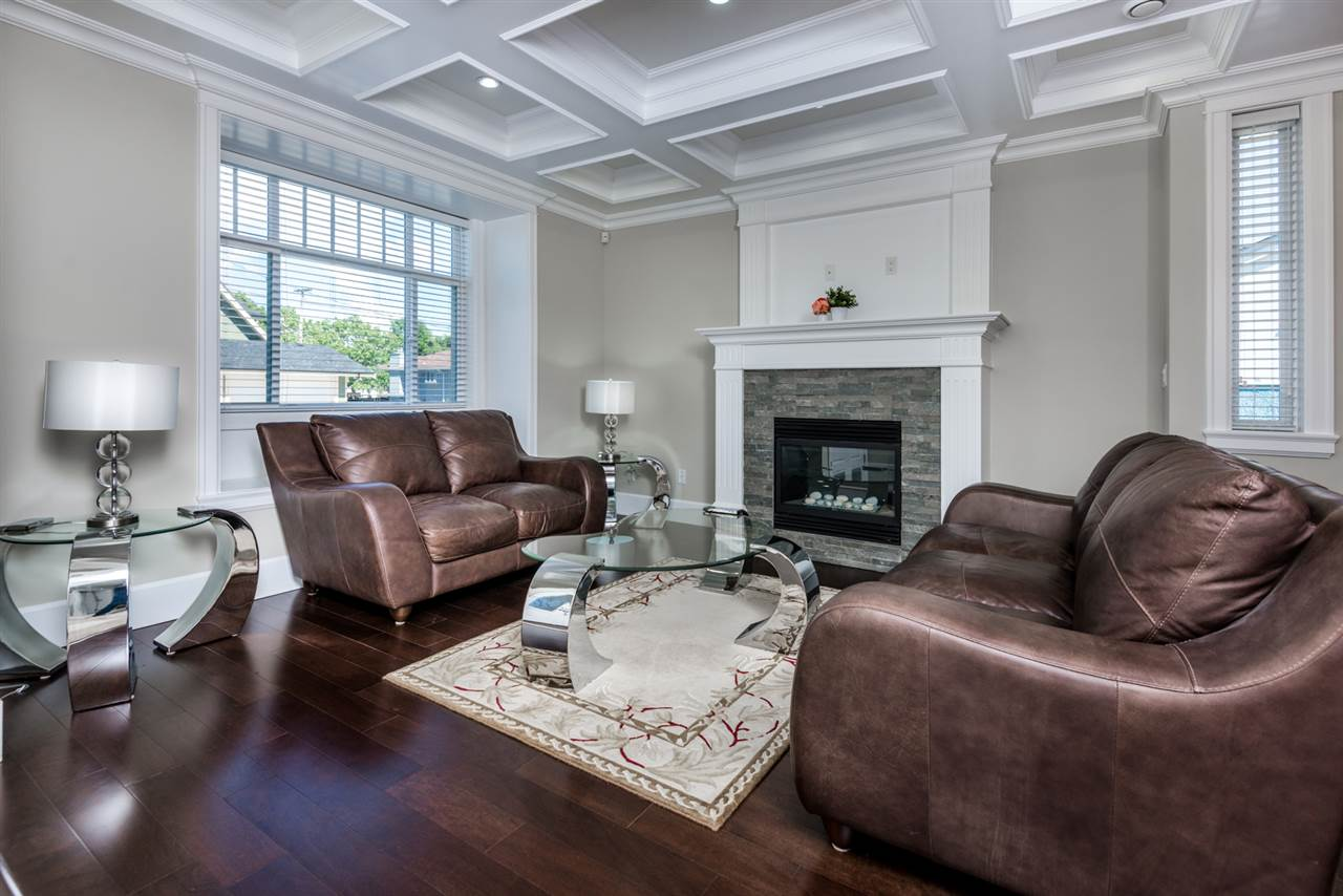 Detached at 908 HILL STREET, New Westminster, British Columbia. Image 2
