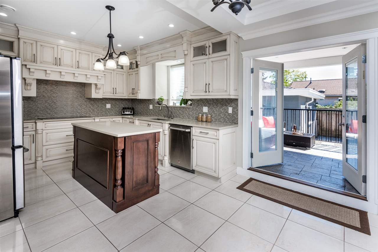 Detached at 908 HILL STREET, New Westminster, British Columbia. Image 5