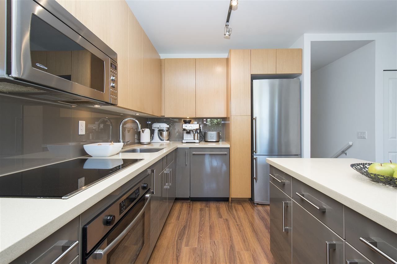 Townhouse at 316 W 1ST AVENUE, Vancouver West, British Columbia. Image 2