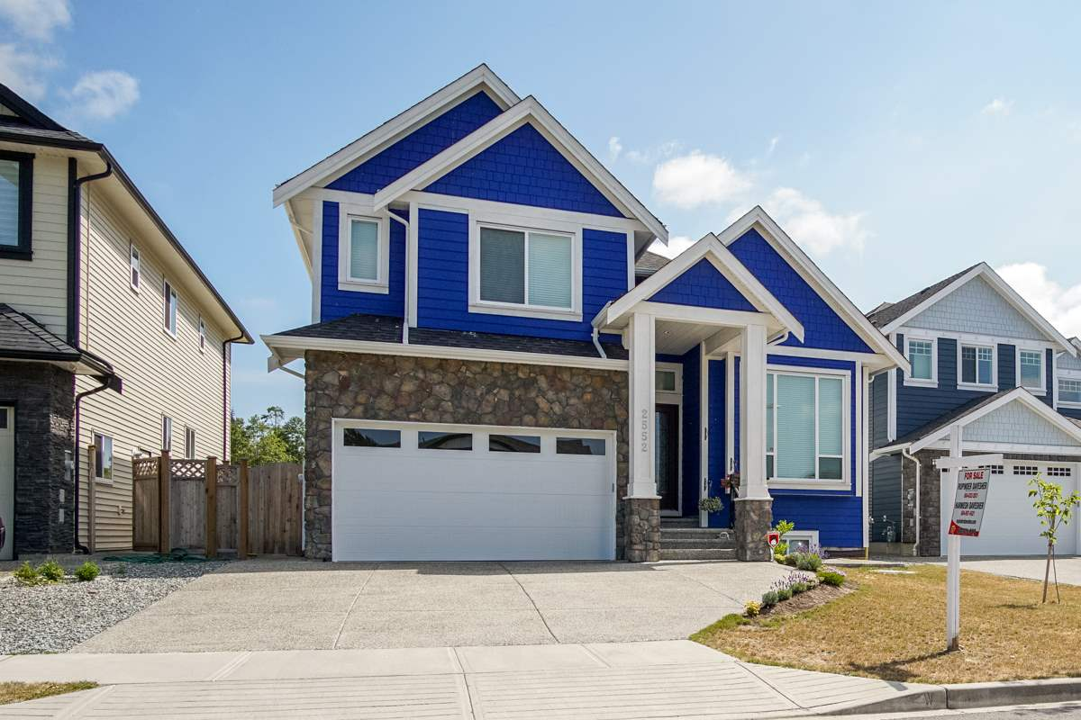 Detached at 2552 CABOOSE PLACE, Abbotsford, British Columbia. Image 2