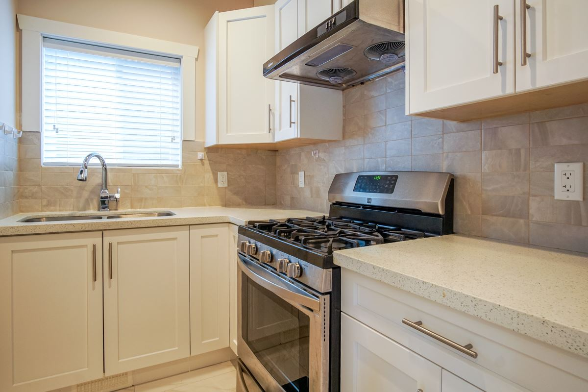 Detached at 2552 CABOOSE PLACE, Abbotsford, British Columbia. Image 12