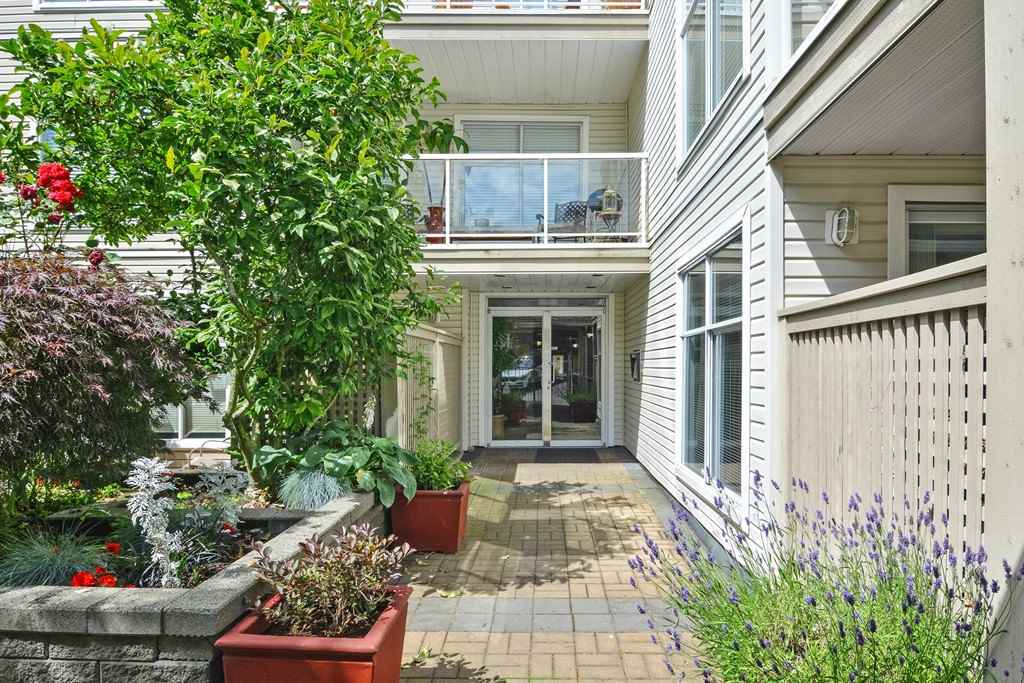 Condo Apartment at 310 1153 VIDAL STREET, Unit 310, South Surrey White Rock, British Columbia. Image 3