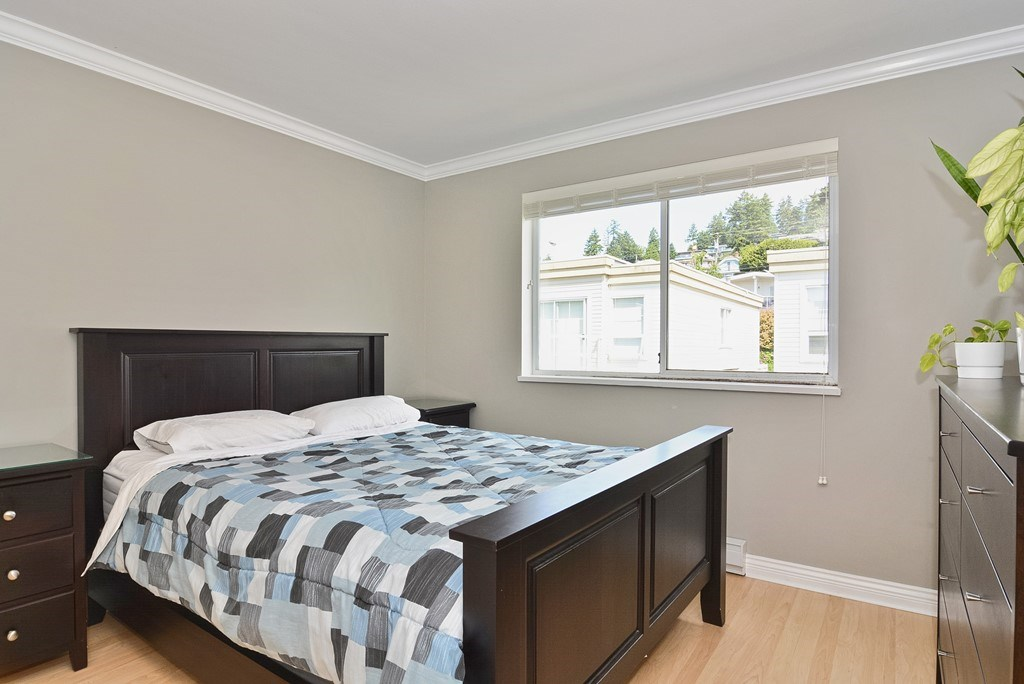 Condo Apartment at 310 1153 VIDAL STREET, Unit 310, South Surrey White Rock, British Columbia. Image 10