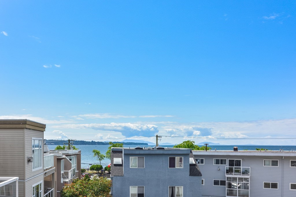 Condo Apartment at 310 1153 VIDAL STREET, Unit 310, South Surrey White Rock, British Columbia. Image 12