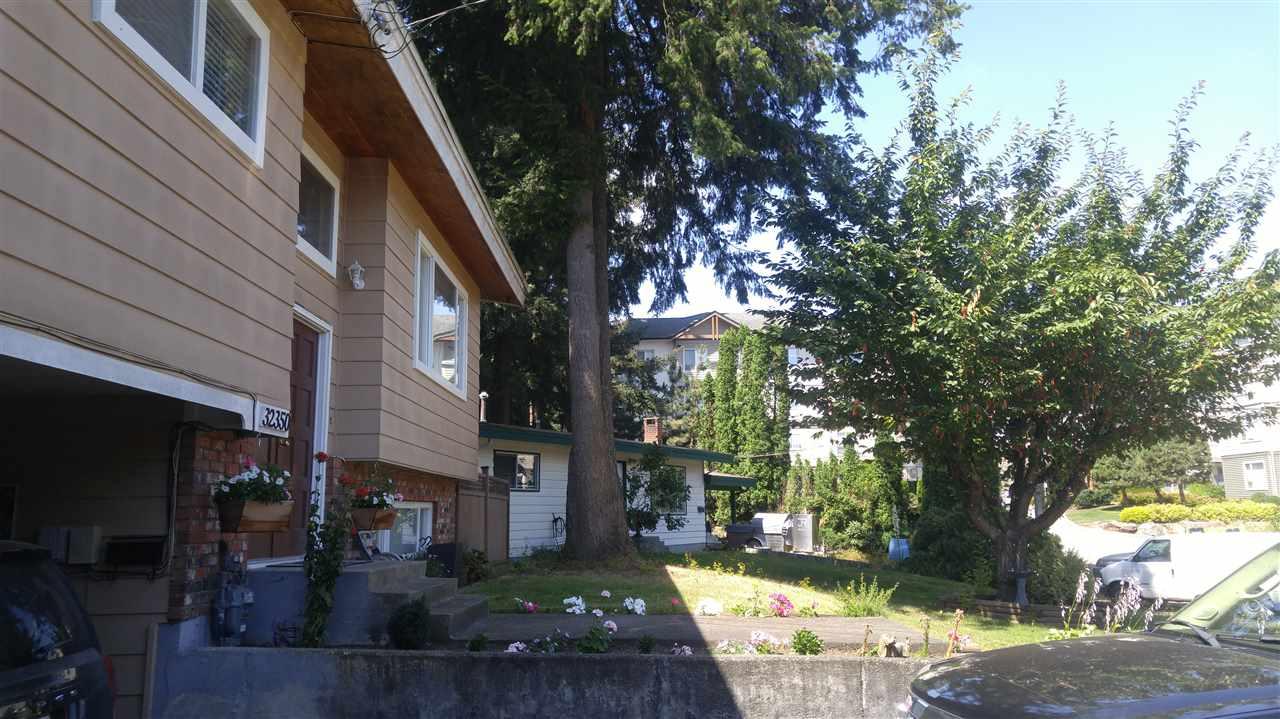 Detached at 32350 DIAMOND CRESCENT, Abbotsford, British Columbia. Image 5