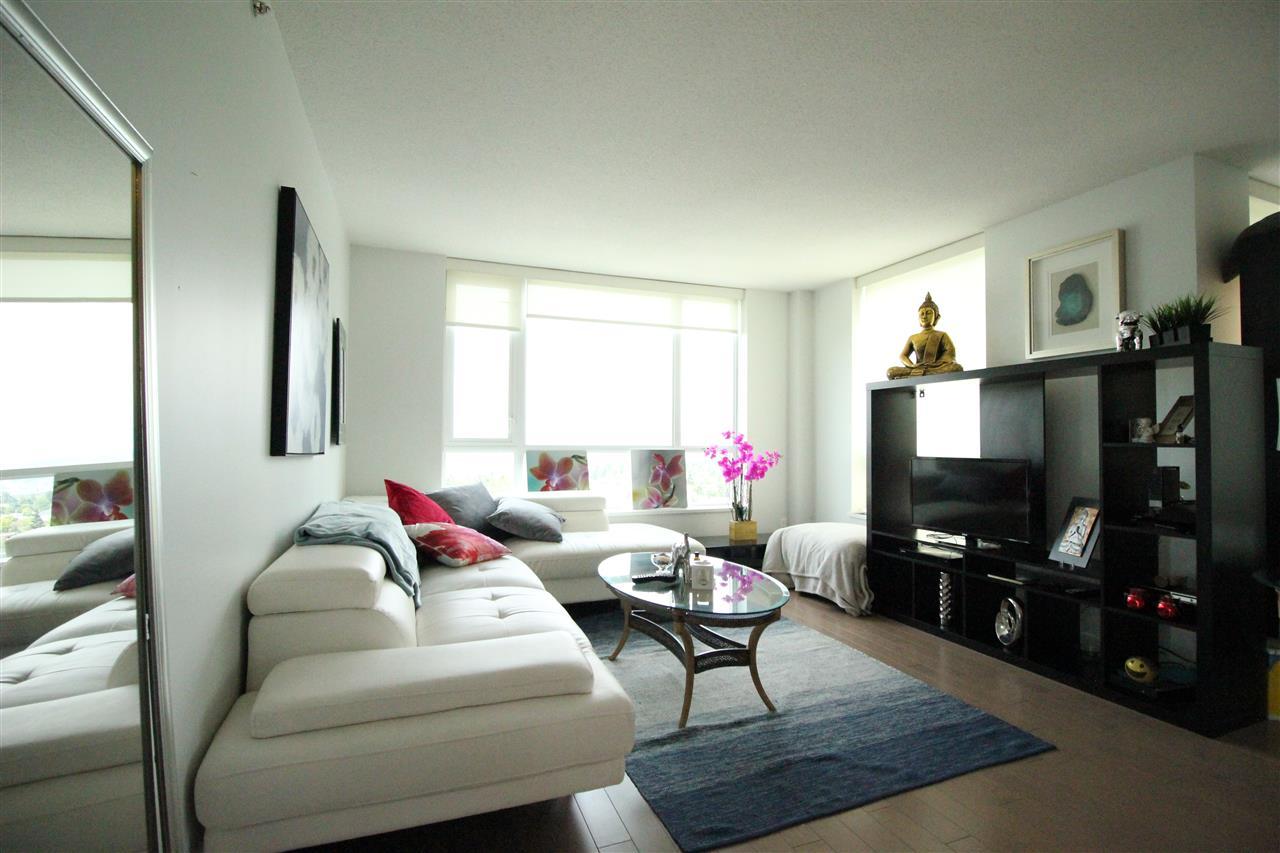 Condo Apartment at 1610 10777 UNIVERSITY DRIVE, Unit 1610, North Surrey, British Columbia. Image 2