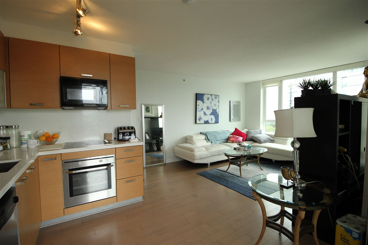Condo Apartment at 1610 10777 UNIVERSITY DRIVE, Unit 1610, North Surrey, British Columbia. Image 4