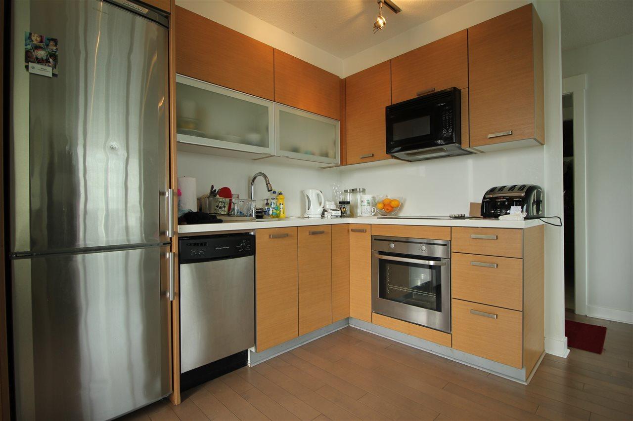 Condo Apartment at 1610 10777 UNIVERSITY DRIVE, Unit 1610, North Surrey, British Columbia. Image 5