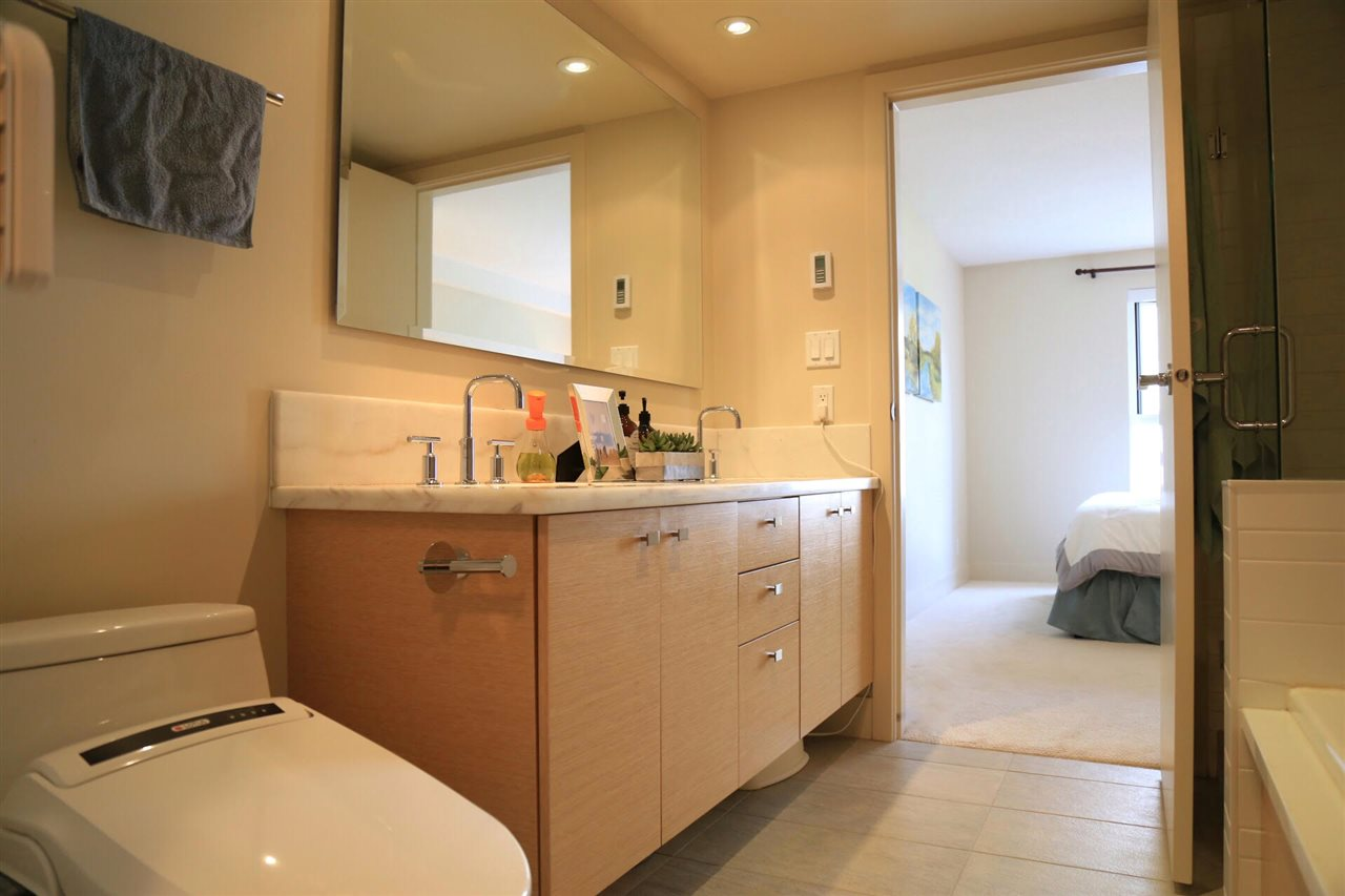 Condo Apartment at 402 6018 IONA DRIVE, Unit 402, Vancouver West, British Columbia. Image 8
