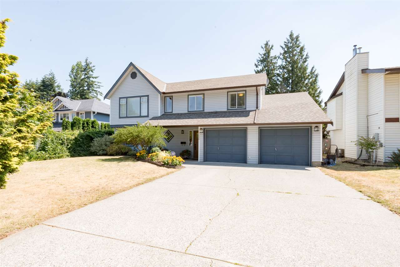 Detached at 4490 207A STREET, Langley, British Columbia. Image 2