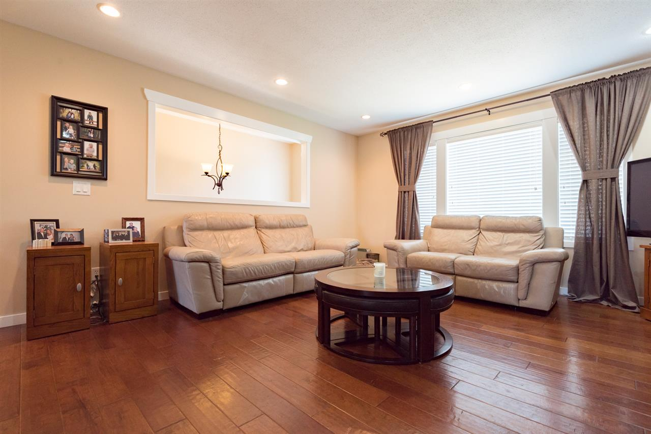 Detached at 4490 207A STREET, Langley, British Columbia. Image 4