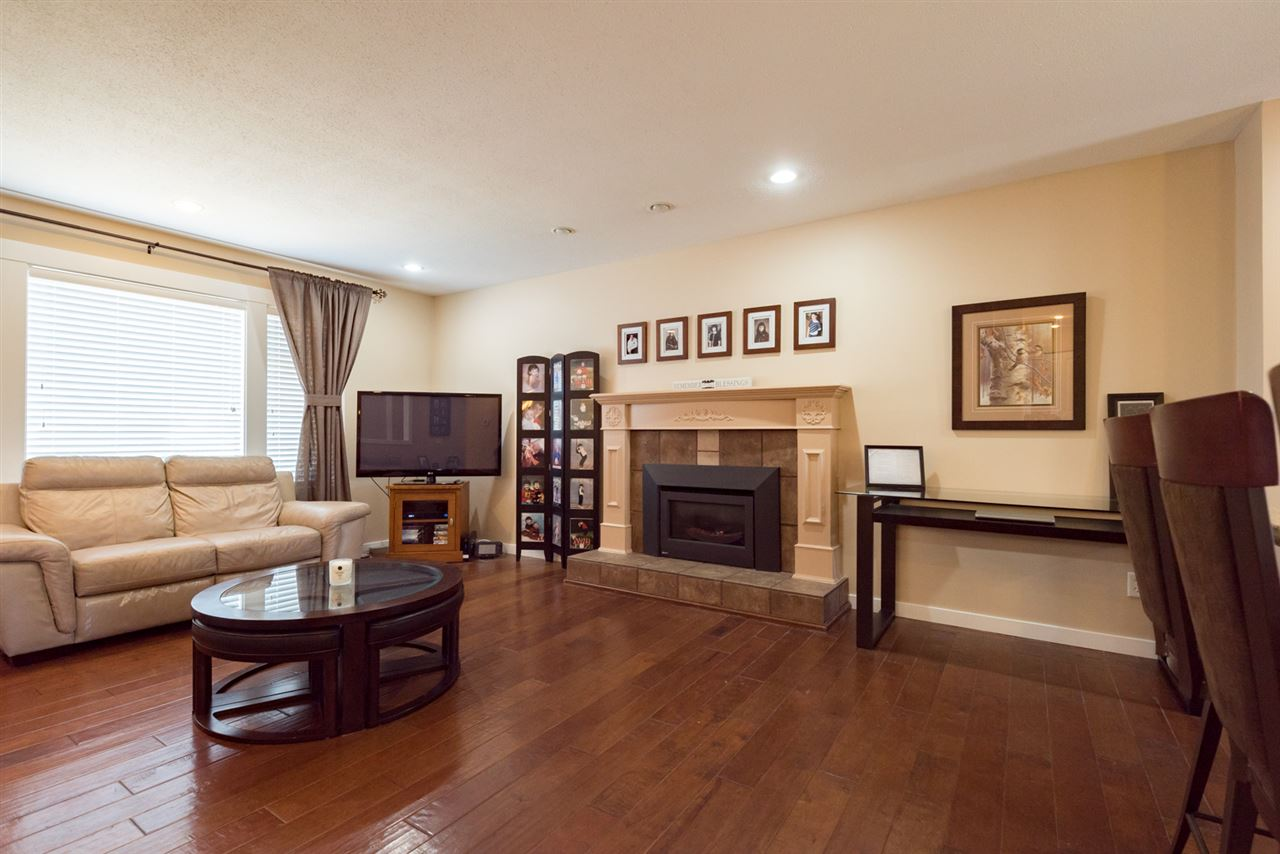 Detached at 4490 207A STREET, Langley, British Columbia. Image 5
