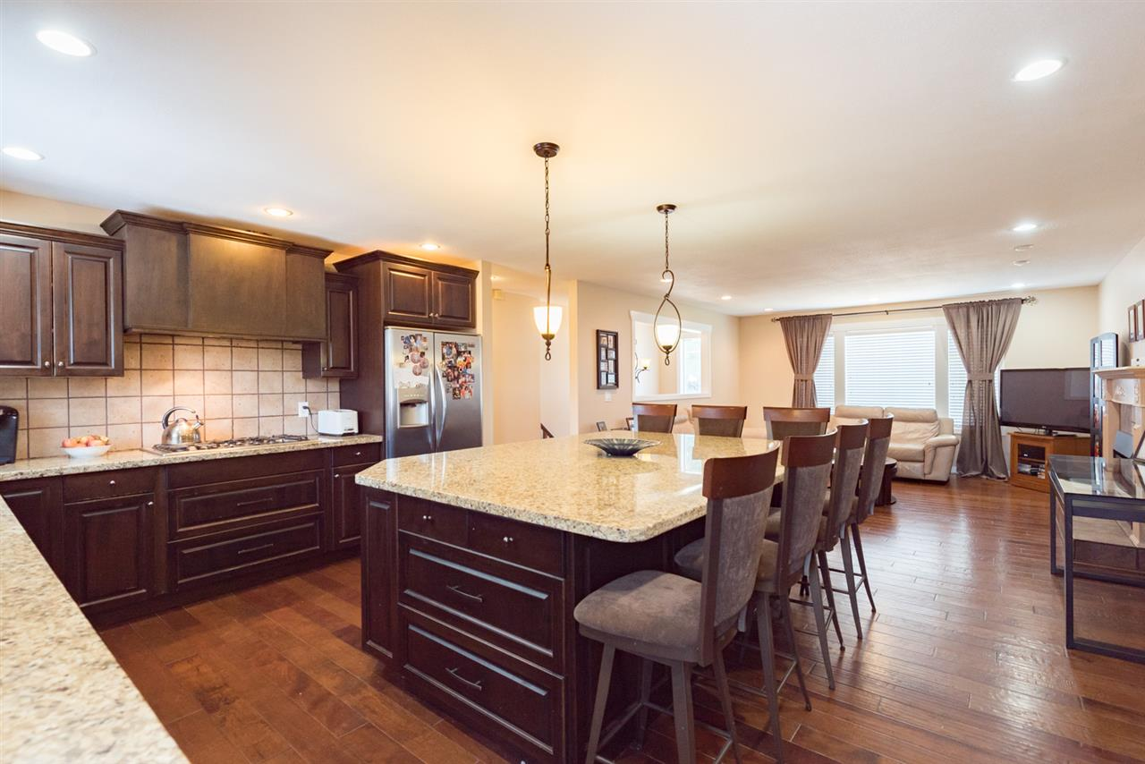 Detached at 4490 207A STREET, Langley, British Columbia. Image 7
