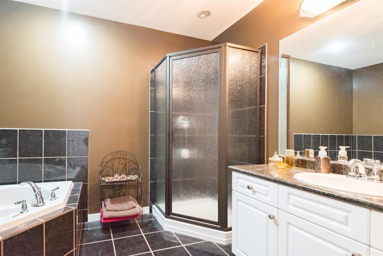 Detached at 4490 207A STREET, Langley, British Columbia. Image 17