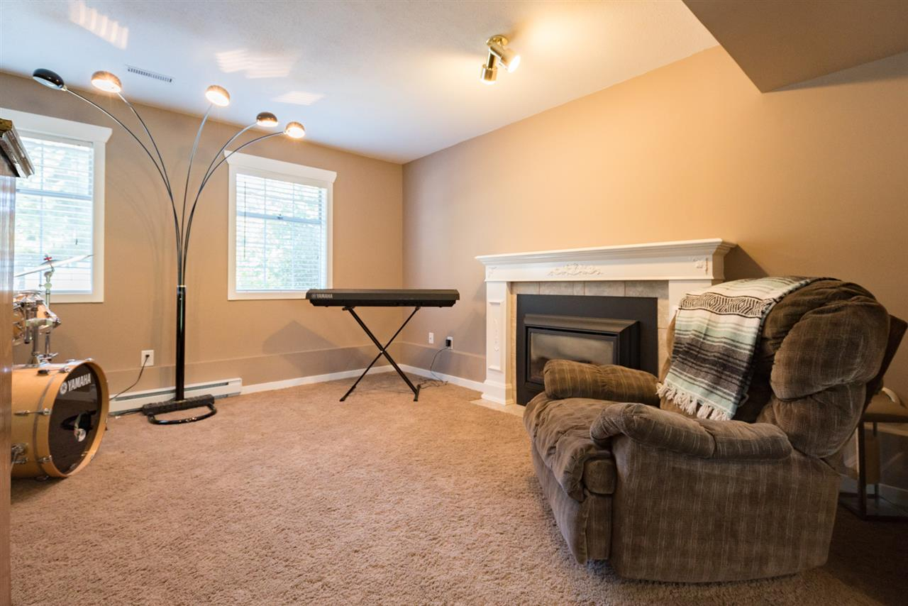 Detached at 4490 207A STREET, Langley, British Columbia. Image 18