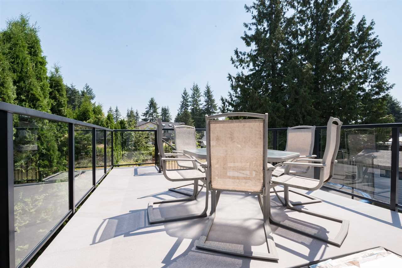 Detached at 4490 207A STREET, Langley, British Columbia. Image 19