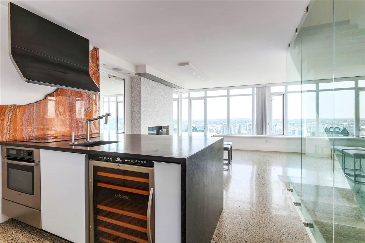 Condo Apartment at 3210 610 GRANVILLE STREET, Unit 3210, Vancouver West, British Columbia. Image 2