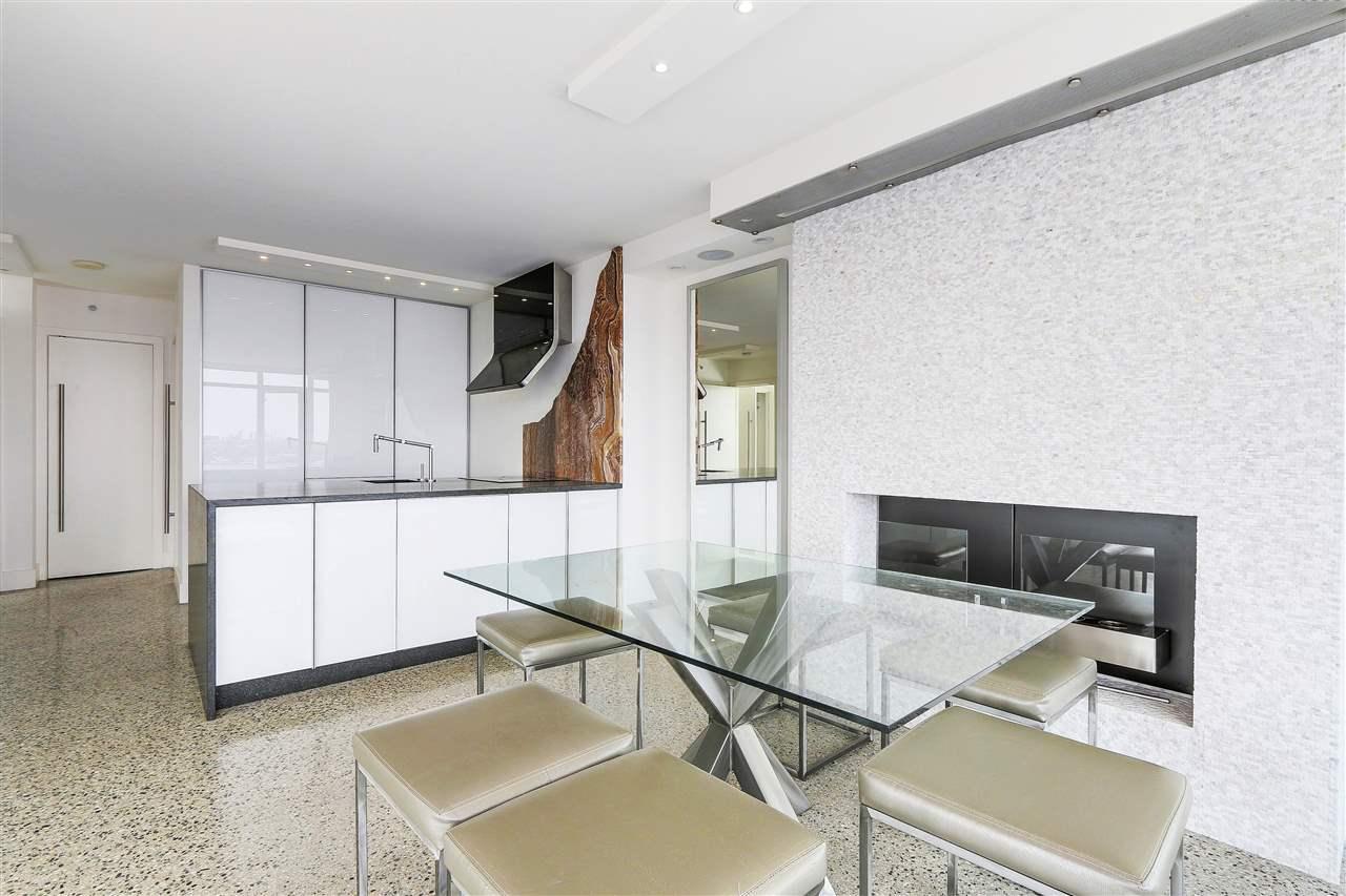 Condo Apartment at 3210 610 GRANVILLE STREET, Unit 3210, Vancouver West, British Columbia. Image 8