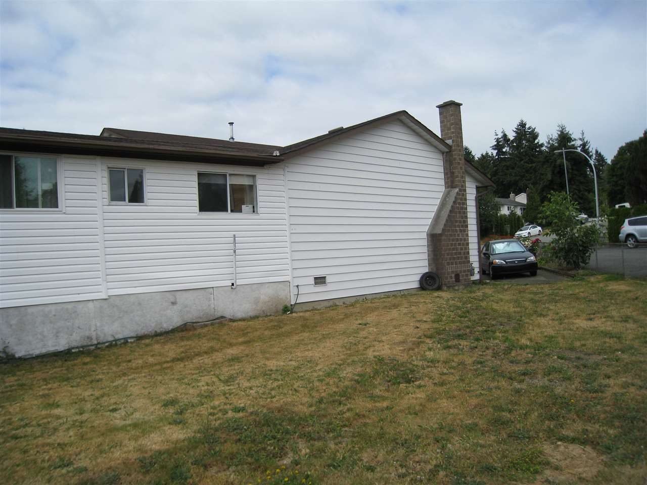 Detached at 12830 104A AVENUE, North Surrey, British Columbia. Image 18