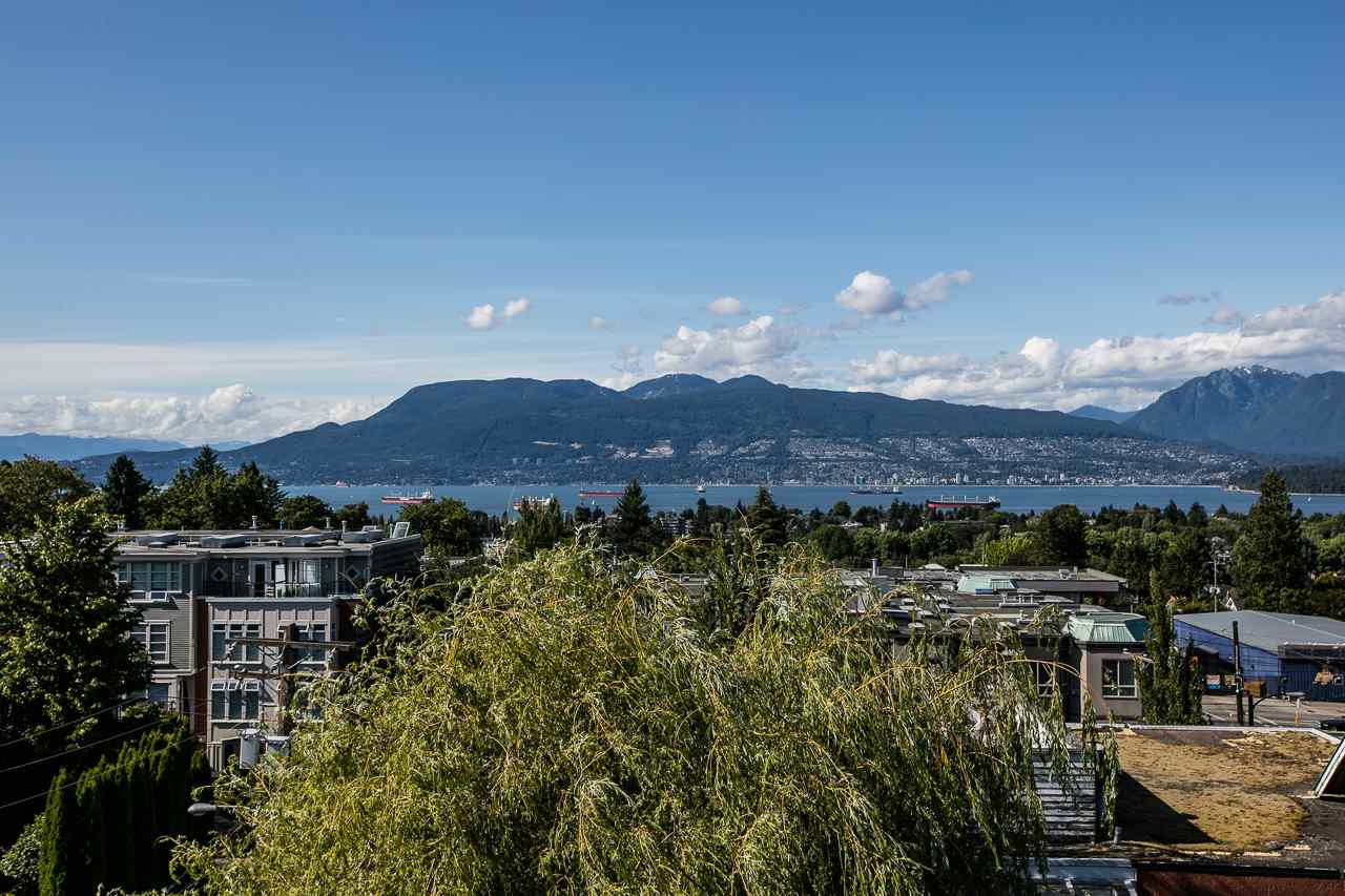 Townhouse at 104 3349 DUNBAR STREET, Unit 104, Vancouver West, British Columbia. Image 2