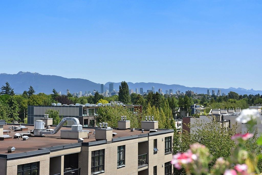 Townhouse at 303 3727 W 10TH AVENUE, Unit 303, Vancouver West, British Columbia. Image 1