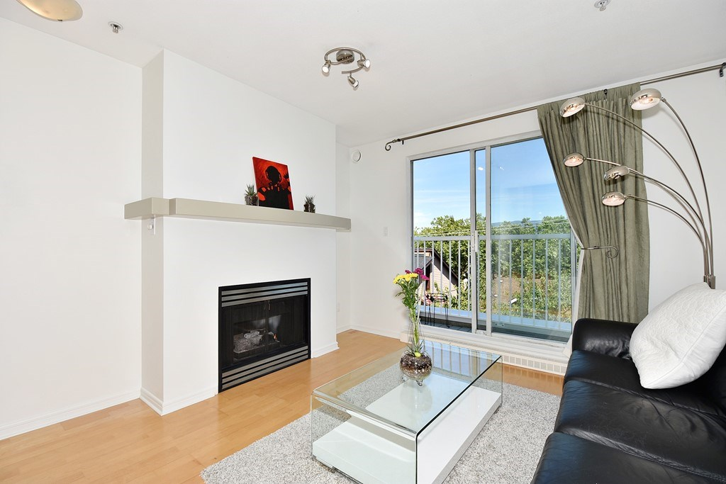 Townhouse at 303 3727 W 10TH AVENUE, Unit 303, Vancouver West, British Columbia. Image 2