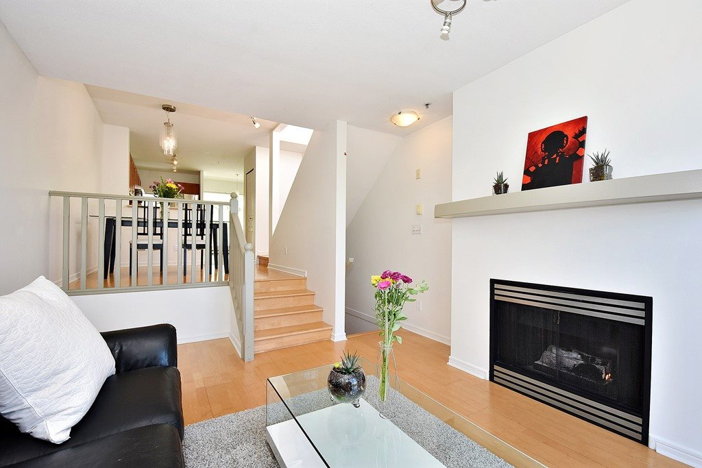 Townhouse at 303 3727 W 10TH AVENUE, Unit 303, Vancouver West, British Columbia. Image 4