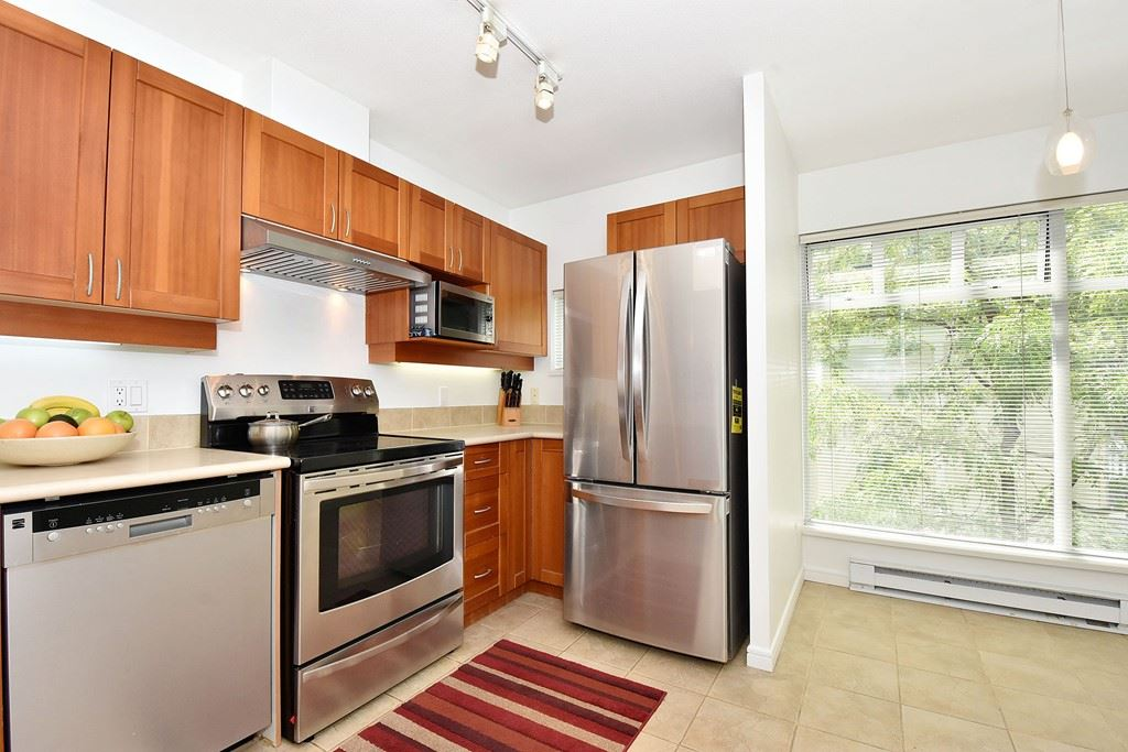 Townhouse at 303 3727 W 10TH AVENUE, Unit 303, Vancouver West, British Columbia. Image 5