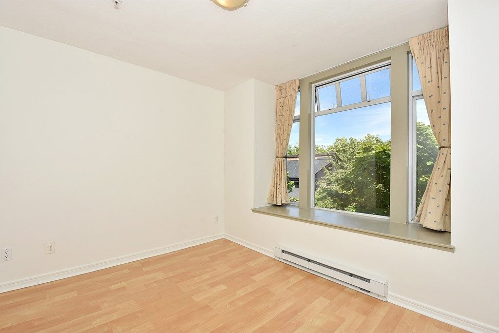 Townhouse at 303 3727 W 10TH AVENUE, Unit 303, Vancouver West, British Columbia. Image 8