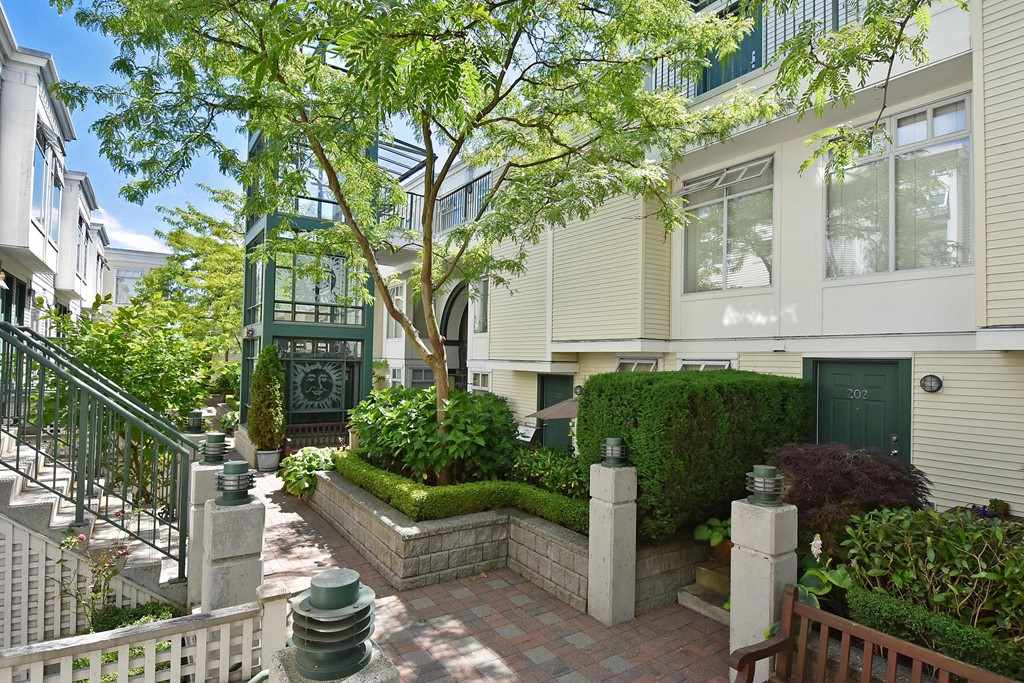 Townhouse at 303 3727 W 10TH AVENUE, Unit 303, Vancouver West, British Columbia. Image 14