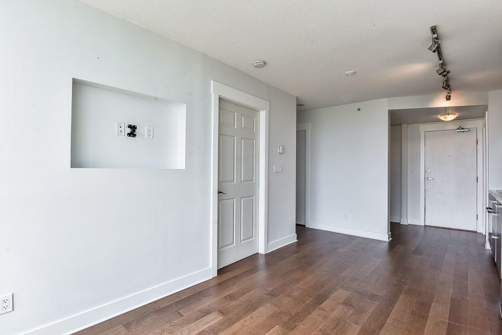 Condo Apartment at 1906 13380 108 AVENUE, Unit 1906, North Surrey, British Columbia. Image 4